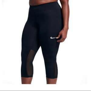 BNW/out Tag Nike size 3x Power Mesh Capri Leggings